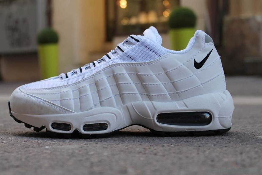 47bdde6359a2 Sale Online 2016 - Nike Air Max 95 Essential Trainers 749766-012 Size 36 37  ... chaussure nike femme ...