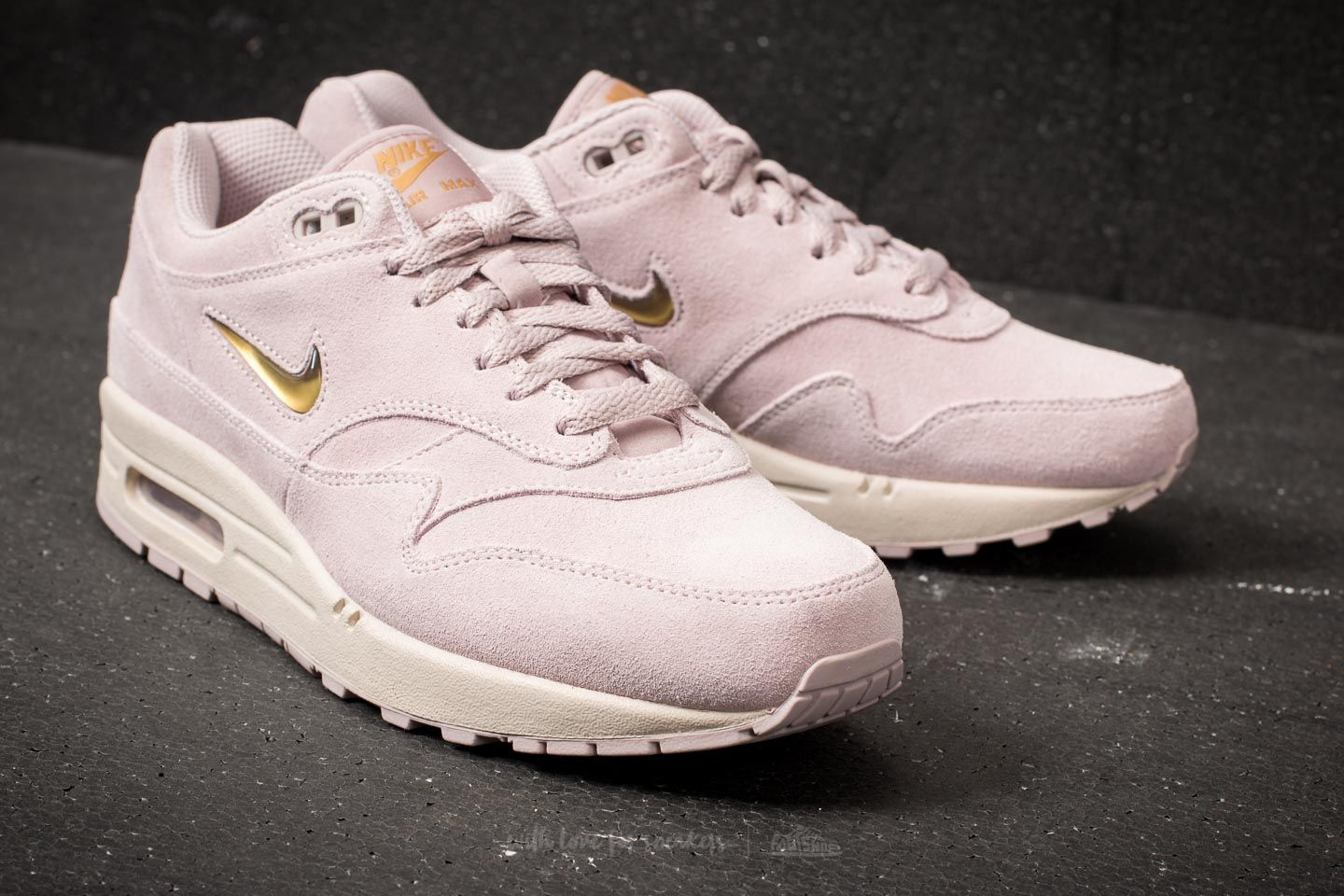 sale retailer 5a4df 18309 ... buy basket mode air max 90 leather gs nike nike air max 1 femme jaune  gris