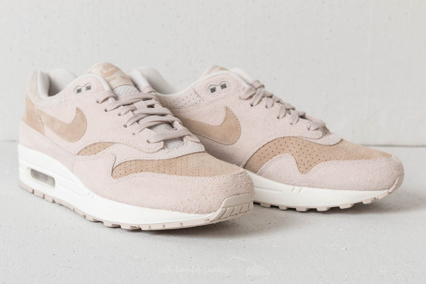 new product 3d442 0e4ca Nike Air Max 1 Desert Sand Baskets Femme Nike Air Max 1 Premium Desert Sand   Sand-Sail Nike Air Max 1 Premium - Desert Sand Sand-Sail