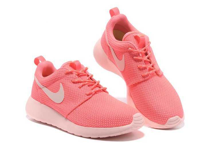 baskets femme nike rose roshe one